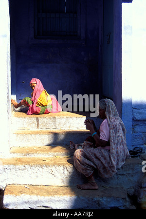 Young girl and grandmother in doorway enroute to Meherangarh Fort, Jodhpur, Rajasthan, India - Stock Photo