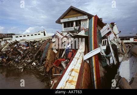 26th Dec 04 tsunami devastation Banda Aceh - Stock Photo