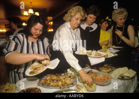 Overweight ladies tuck into a huge  buffet dinner south London Pub    1980s UK 80 England. HOMER SYKES - Stock Photo