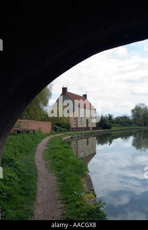 PICTURE CREDIT DOUG BLANE Grand Union canal in Milton Keynes - Stock Photo