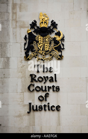 The Royal Courts of Justice crest Strand London - Stock Photo