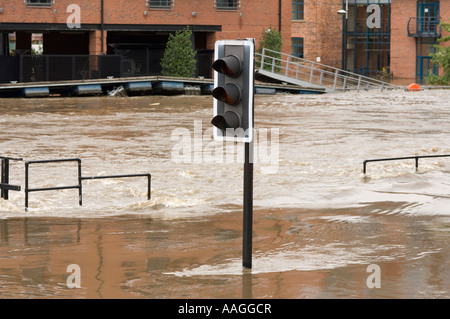 Submerged traffic light by the flooded River Aire & Leeds Liverpool Canal at Clarence Dock Royal Armouries Leeds - Stock Photo