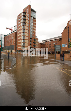 25 June 2007 Flooded River Aire at Neptune Street & East Street Leeds, with the Trinity One development in backgound - Stock Photo