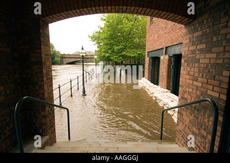 25 June 2007 Flooded River Aire tow path and sandbagged offices at Sovereign Street, Leeds, with Victoria Bridge - Stock Photo