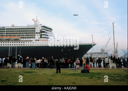 The Queen Mary 2 departing through the Main Channel in San Pedro harbor, Los Angeles, California - Stock Photo