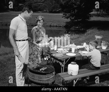 1950s FAMILY PICNIC BAR-B-CUE MOM DAD CHILDREN - Stock Photo
