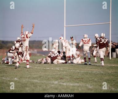 PENSAUKEN HIGH SCHOOL FOOTBALL PLAYERS GAME FIELD GOAL SCORE VICTORY 1960 1960s 1970 1970s RETRO - Stock Photo