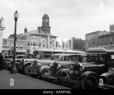 1930s BUSES CARS PARKED SMALL TOWN SQUARE SMALL TOWN CLAREMONT NEW HAMPSHIRE USA - Stock Photo