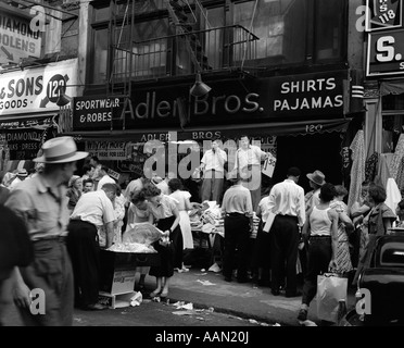 1950s SIDEWALK MERCHANTS ON NEW YORK'S LOWER EAST SIDE - Stock Photo