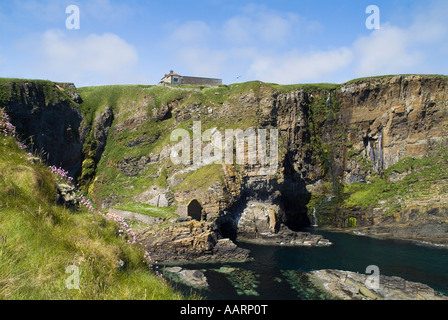 dh  WHALIGOE CAITHNESS Steep stone steps to cove harbour carved out of seacliff and house top