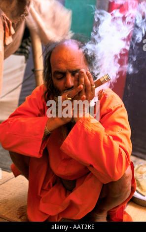 KUMBH MELA INDIA 2001 A SADHU SMOKING A CHILLUM FILLED WITH TOBACCO AND HASHISH THE SMOKE IS SAID TO BE SPIRITUAL - Stock Photo