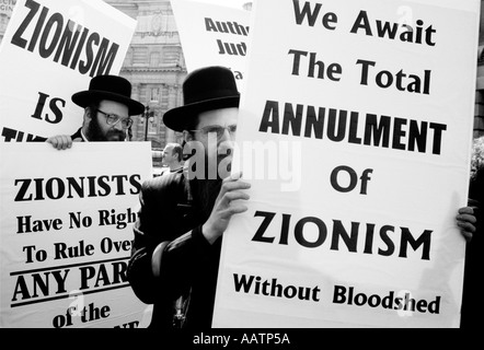 Orthodox Jews in London, England, demonstrating against Israel - Stock Photo