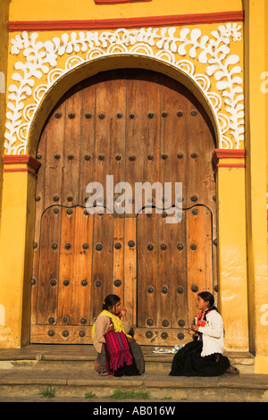 Girls sitting and talking on Cathedral steps, Plaza 31 de Marzo, San Cristobal de las Casas, Chiapas, Mexico - Stock Photo