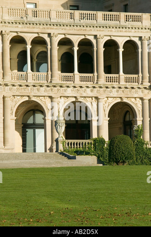 The Breakers built by Cornelius Vanderbilt of the Gilded Age as seen on the Cliff Walk Cliffside Mansions of Newport - Stock Photo
