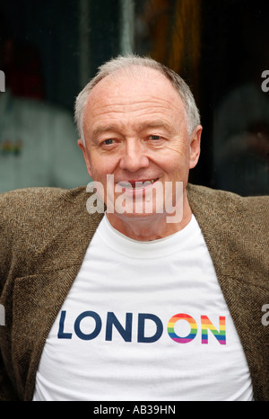 Mayor of London Ken Livingstone at the 2007 London Gay Pride March - Stock Photo