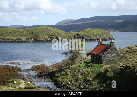 abandoned cottage on shores of Loch Shiphoirt on Isle of Harris Outer Hebrides Scotland  May 2007 - Stock Photo