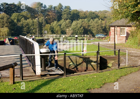 Lock keeper operating swing bridge over Vale Royal locks on the River Weaver - Stock Photo