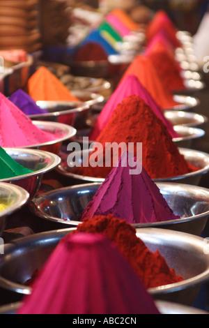 Brightly coloured powders for sale within the Devraja Urs Market in Mysore, Karnataka, India. - Stock Photo