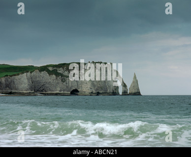 Sea cliff, rock needle and rock arch; seen from the beach at Étretat, Côte d Albâtre, Normandie (Normandy), France. - Stock Photo