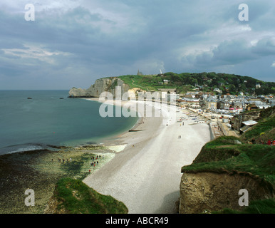 Beach and town of Étretat, with stony chalk cliffs of the Falaise d'Amont beyond, Normandie (Normandy), France. - Stock Photo