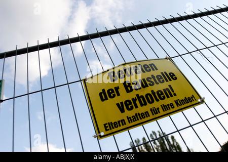 Shield 'Betreten der Baustelle verboten' (Keep off the building site) - Stock Photo
