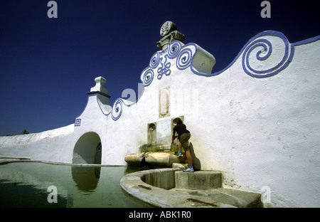 Arraiolos, Alentejo, South of Portugal. Fonte dos Almocreves (Fonte da Pedra). - Stock Photo