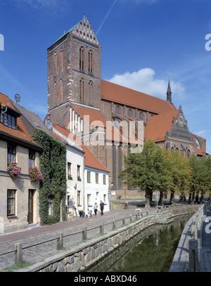 Wismar, St. Nikolai, Süd-West-Ansicht und Frische Grube - Stock Photo