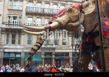The Sultans Elephant trumpets loudly as it makes its way down Pall Mall - Stock Photo