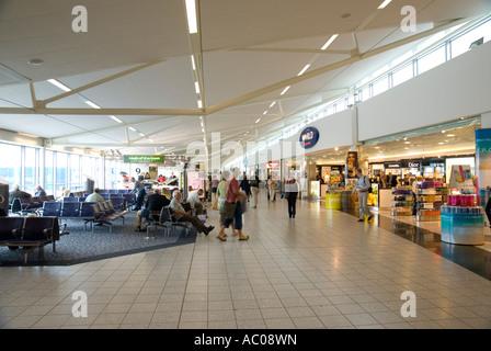 Departures Edinburgh Airport UK the main departure lounge - Stock Photo