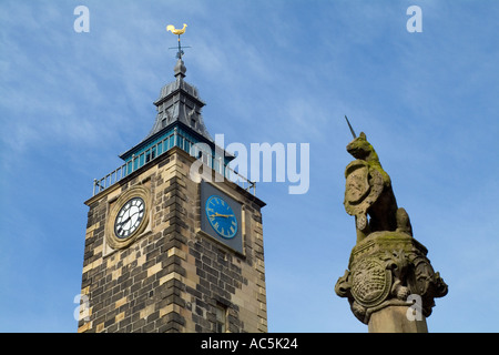 dh  STIRLING STIRLINGSHIRE Unicorn statue Mercat cross and old Tolbooth clock