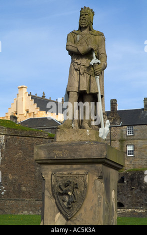 dh  STIRLING STIRLINGSHIRE King  Robert the Bruce statue outside Stirling Castle scotland monument