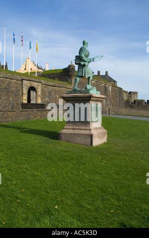 dh  STIRLING STIRLINGSHIRE War memorial statue outside Stirling Castle