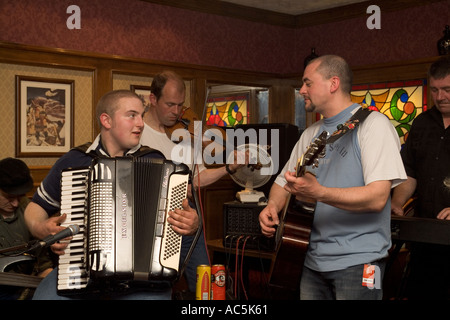 dh Orkney Folk Festival STROMNESS ORKNEY Musicians playing Accordion guitar fiddle uk pub scottish music player - Stock Photo
