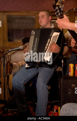 dh Orkney Folk Festival STROMNESS ORKNEY Musician playing Accordion Royal Hotel lounge bar - Stock Photo