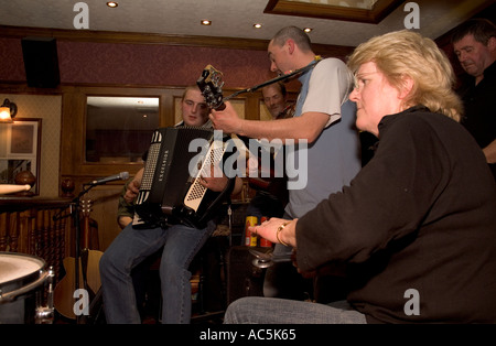 dh Orkney Folk Festival STROMNESS ORKNEY Musicians playing Spoons Accordion guitar Royal Hotel lounge bar spoon - Stock Photo
