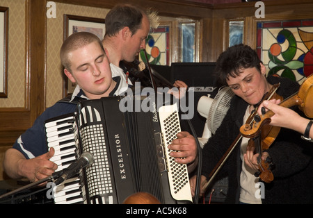 dh Orkney Folk Festival STROMNESS ORKNEY Musicians playing Accordion fiddles Royal Hotel lounge bar - Stock Photo