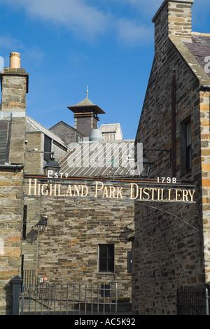 dh Highland Park Distillery KIRKWALL ORKNEY Malt whisky distillery sign roof tops Kiln chimney stack scotland whiskey - Stock Photo