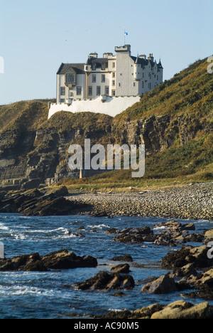dh Dunbeath Castle DUNBEATH CAITHNESS Castle above rocky seacliffs overlooking North Sea coast scotland highlands - Stock Photo