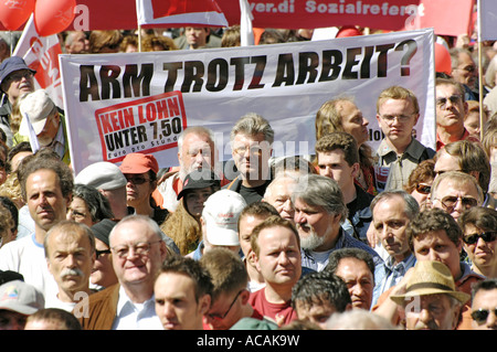 Transparant 'Poor in spite of work? No wage below 7.50 Euro per hour.' 1. Mai - Trade Union - DGB demonstration. - Stock Photo