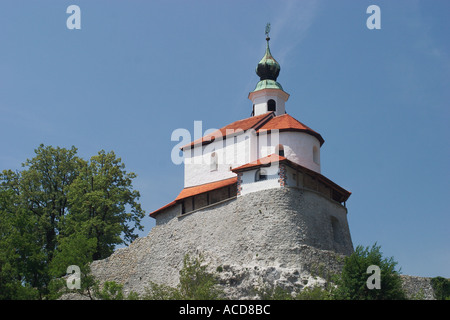 Kleine Burg Mali grad mit Eligiuskapelle Sv Eligij in Kamnik in Oberkrain Slowenien Slovenia - Stock Photo