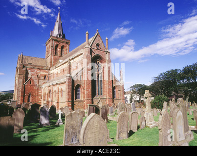 dh St Magnus Cathedral KIRKWALL ORKNEY Graveyard cemetery Norse Viking red and yellow sandstone cathedral Orkneys - Stock Photo