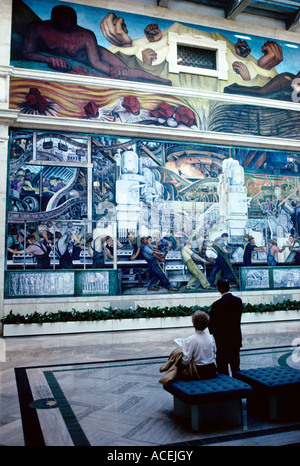 Diego rivera wall mural on teatro insurgentes mexico city for Diego rivera mural chicago
