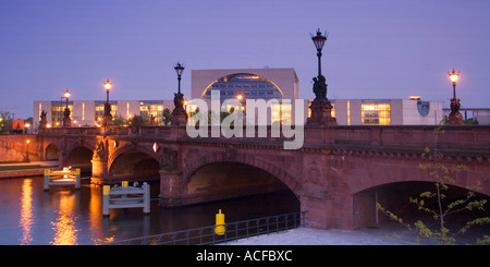Berlin Moltke bridge river spree chancellor office at twilight - Stock Photo