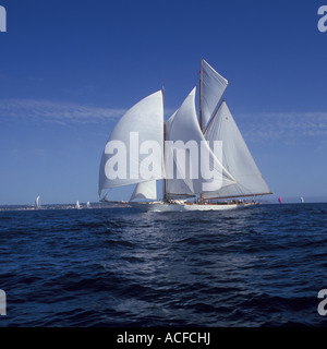 Superyacht Cup Palma 2007 - Super Sailing Yachts under way ( with spinnakers ) in the Bay of Palma with Claasic - Stock Photo