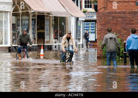 Boys cycling through flooding in Tenbury Wells June 2007 - Stock Photo