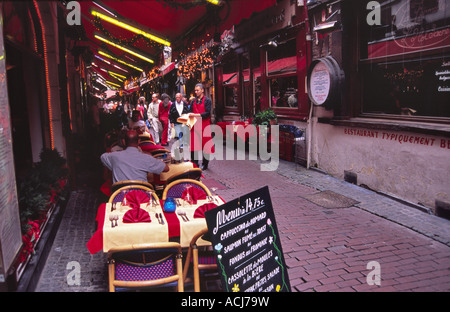 Street dining in a restaurant near the Grand Place, Brussels, Belgium. - Stock Photo