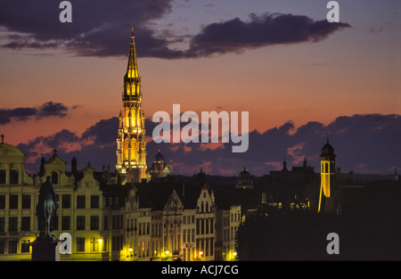 The ornate tower of Brussels Town Hall dominates the city skyline at dusk. Brussels, Belgium. - Stock Photo