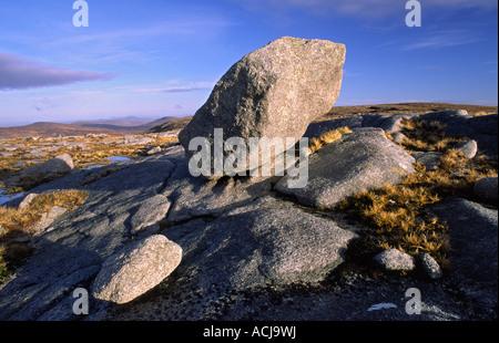 Granite glacial erratic near the summit of Moylenanav mountain, Glendowan Mountains, County Donegal, Ireland. - Stock Photo