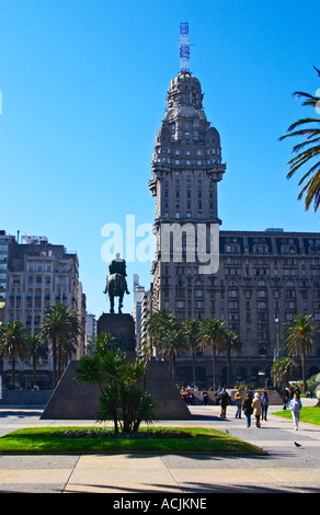 The Salvo Palace building on Plaza Independencia Independence Square, the most imposing building in Montevideo. - Stock Photo