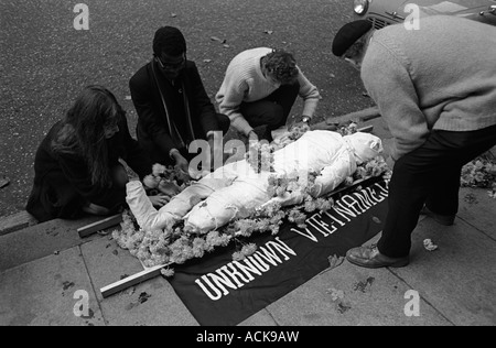 Anti Vietnam War demonstration in Grosvenor Square outside  the American Embassy London 1968 60s England HOMER SYKES - Stock Photo